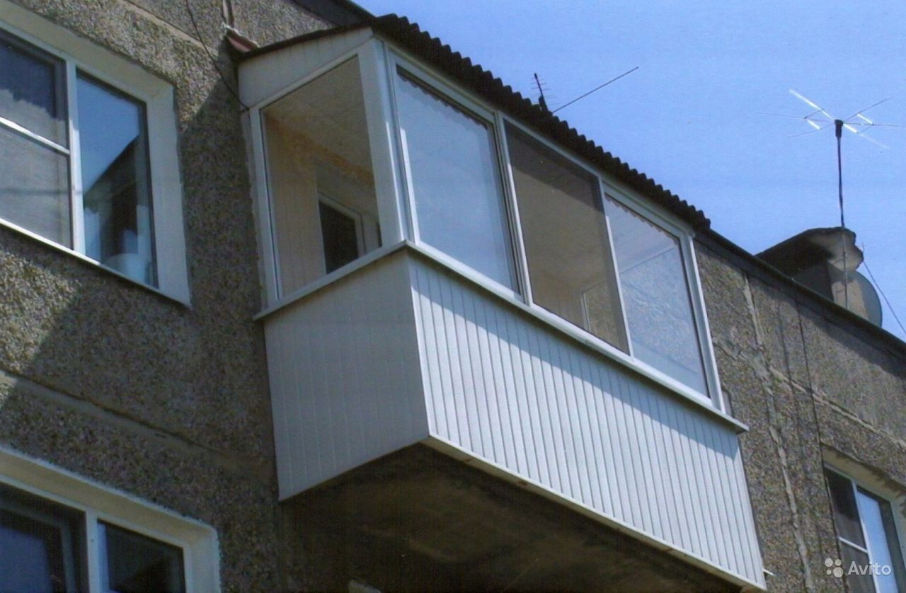 Застеклить балкон с крышей..