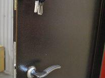 Стальная дверь с серым покрытием