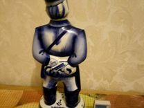 Статуэтка, бутылка милиционер.Гжель